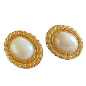 Vtg Signed Carolee Baroque Faux Pearl gold tone